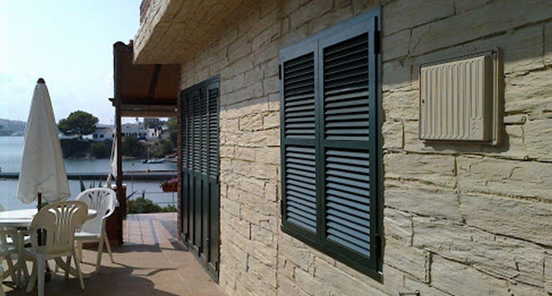 detalle fachada fibra vidrio y resina