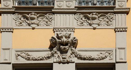 decoración fachada escayola