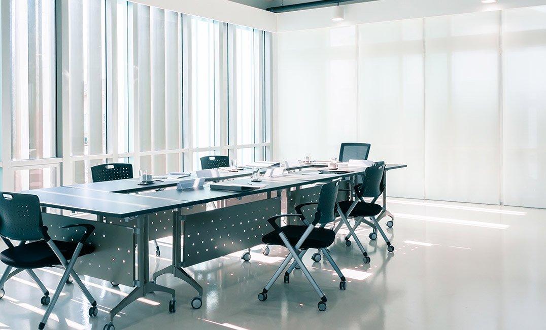 oficina con suelo técnico